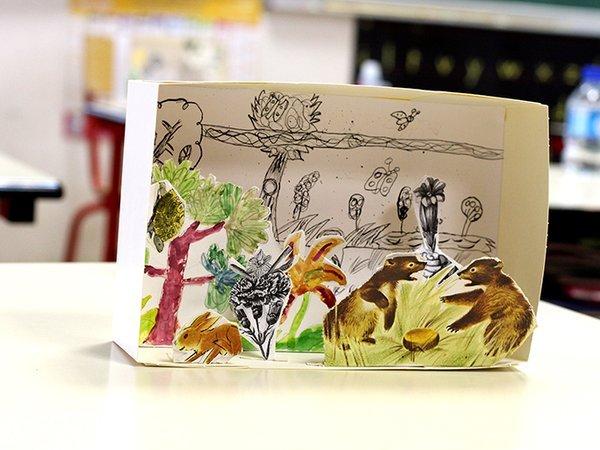 La recette de ces boites merveilleuses ? Encre de Chine et porte-plumes, crayons à papier et encres de couleur, découpages et collages.