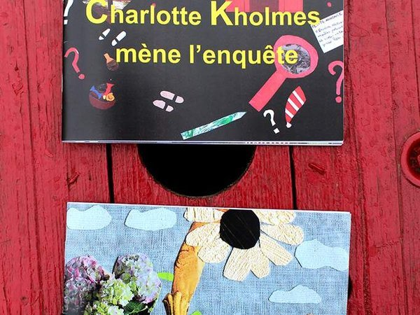 Charlotte Kholmes mène 5 enquêtes dans des contes pendant que Sophie grimpe au Tournesol pour trouver la richesse.